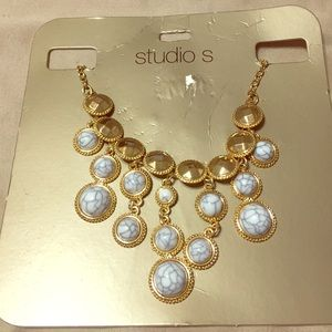Jewelry - Purple marbles on gold chain necklace